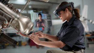 HoloLens2_RemoteAssist_woman